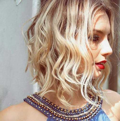 rubio ondulado peinado