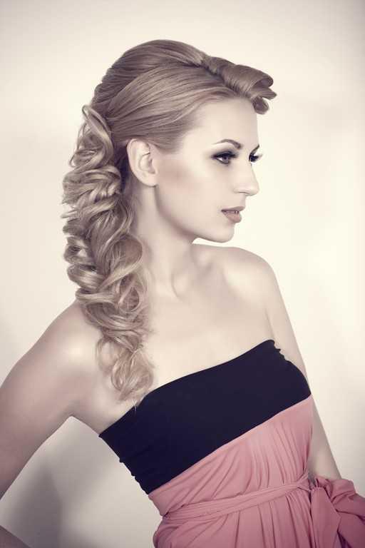 La dama de honor Updo peinados