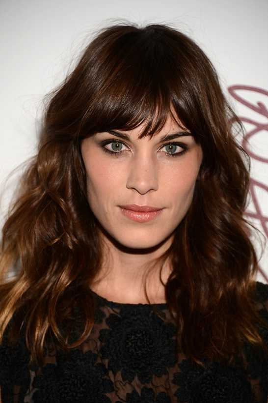 Celebrity-Hair-Idea-Alexa-Chung-Long-Wavy-Hairstyle-with-Bangs