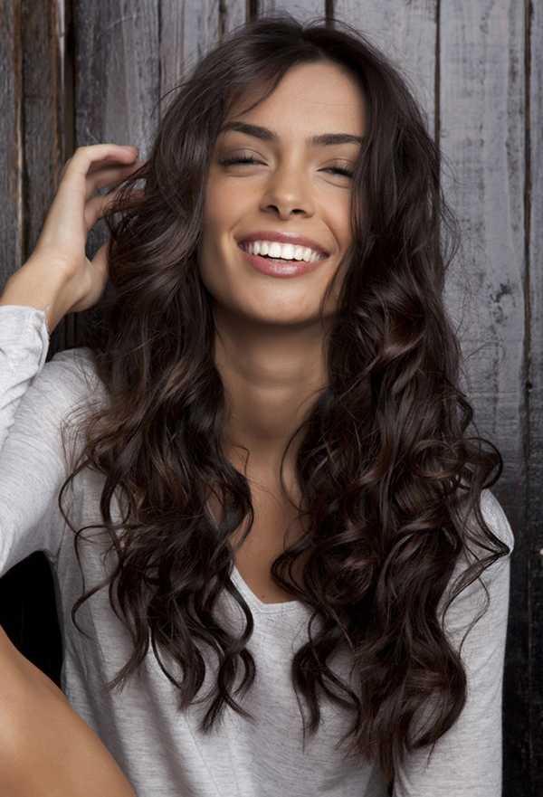 precioso onduladas peinados para el pelo largo