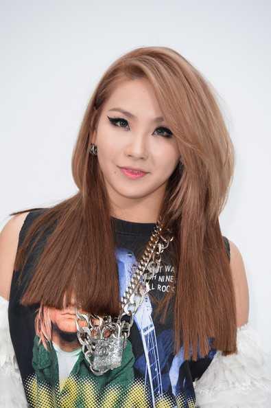 Lee Chae-rin en capas corte de pelo para el pelo grueso