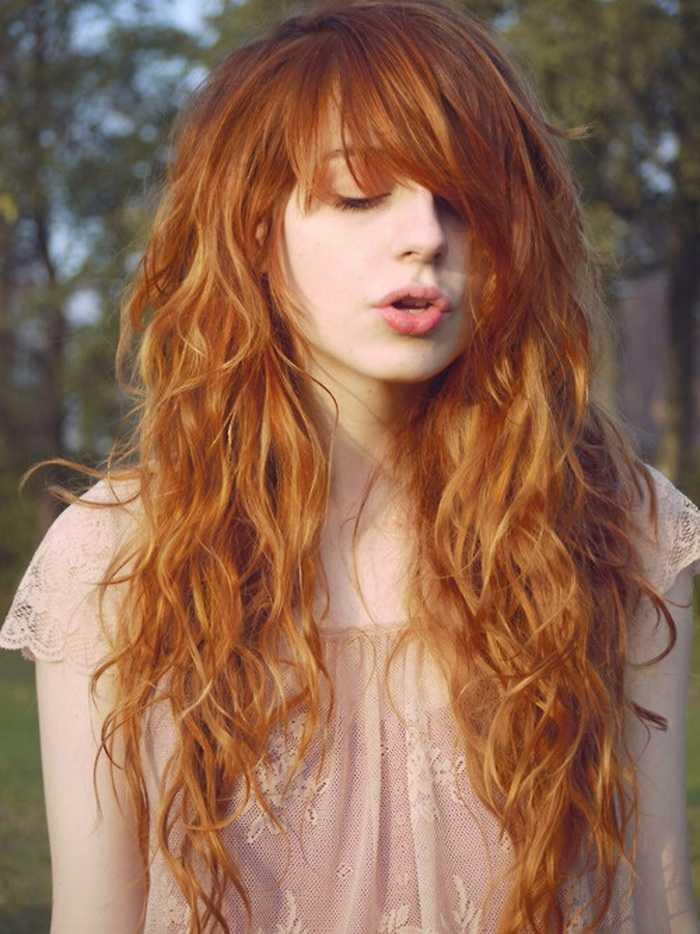 cobre larga del pelo rojo