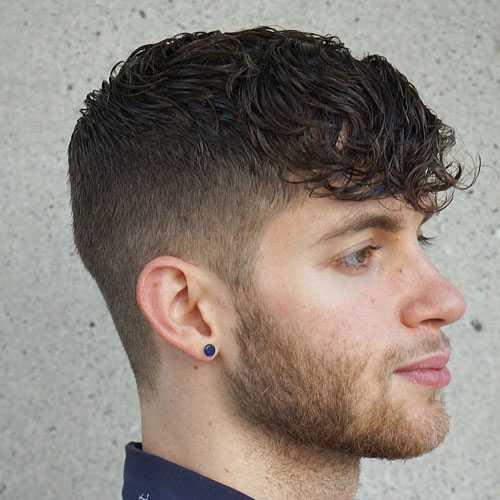 Alto de la forma cónica de fundido con la textura del pelo Parted