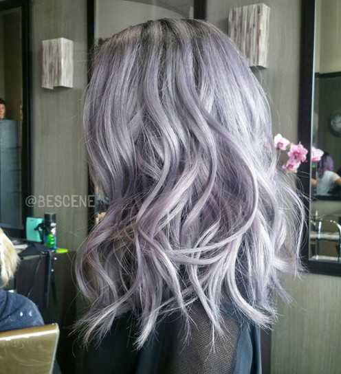 Medium ondulado peinado para el pelo púrpura