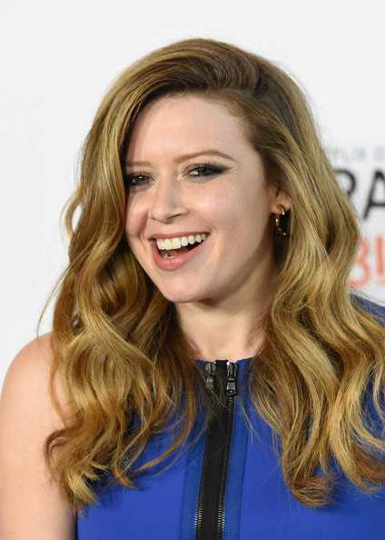 Natasha Lyonne Side-entreabiertos Rizos larga