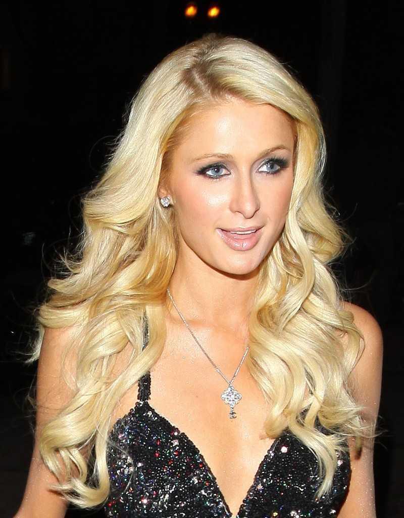 Paris Hilton peinado para el pelo largo