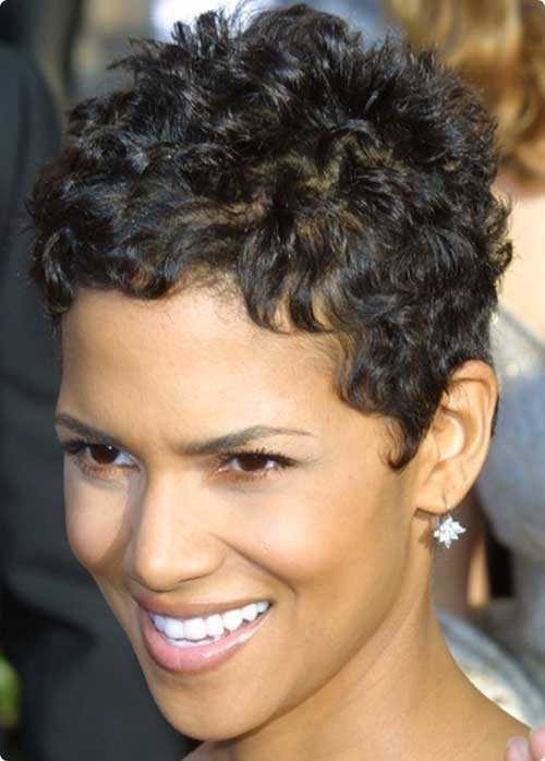 Pixie Cut para mujeres con el pelo muy rizado