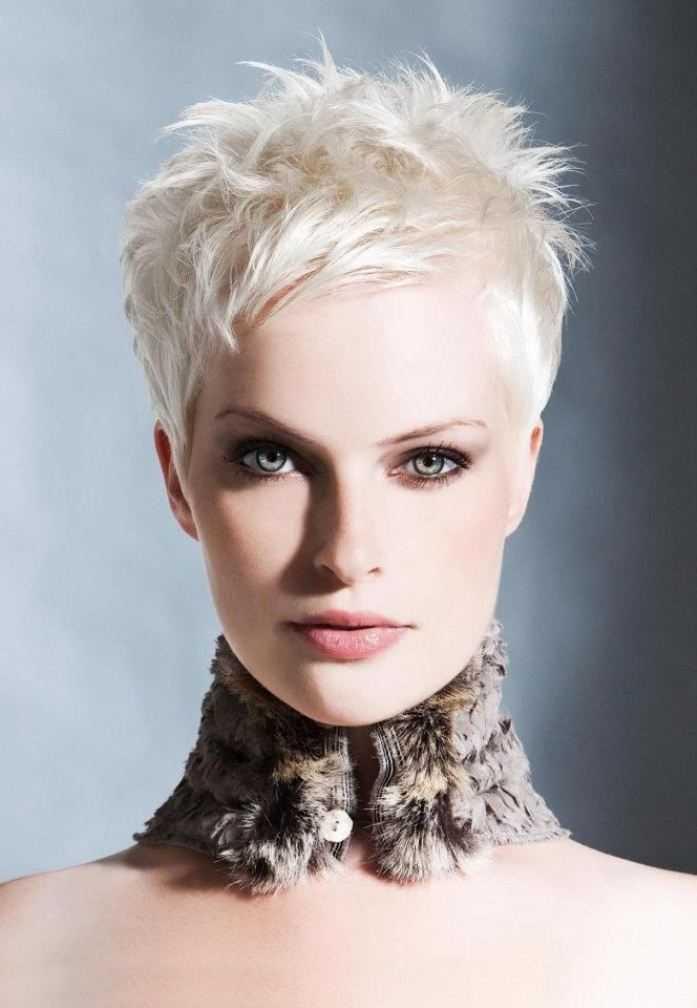 Platinum Blonde corte de pelo corto