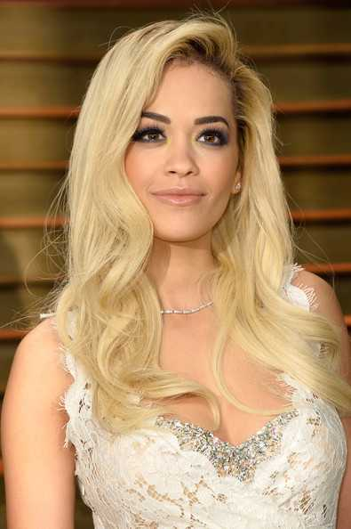 Rita-Ora-Blonde-Long-Curls-and-Smoky-Eyes