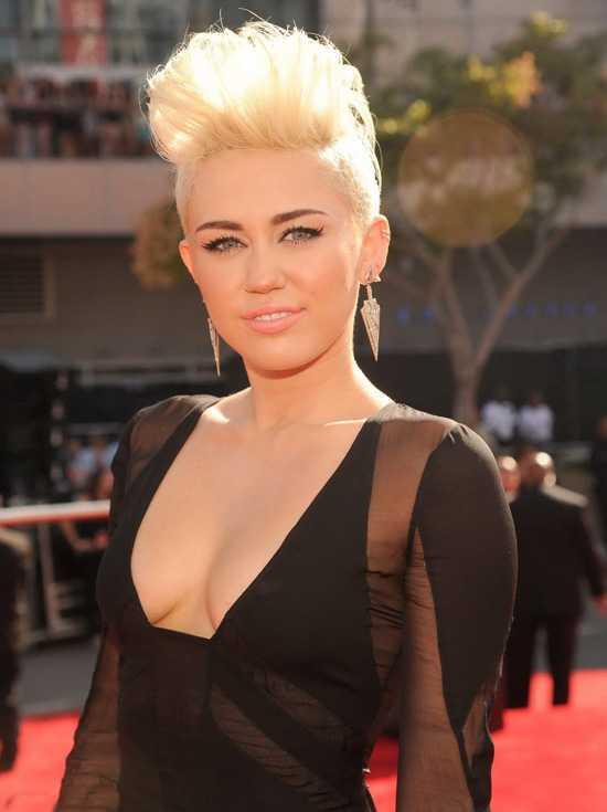 Corte de pelo corto por -Cyrus-2 -Miley
