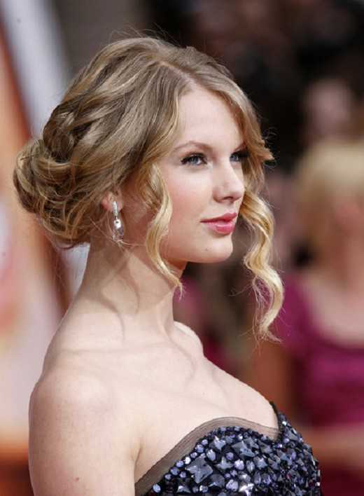 Taylor Swift Updo peinados