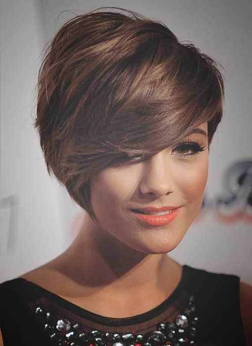 -moda corto Peinados-chic-Corto Cortes de pelo-with-Side-Swept-Bangs