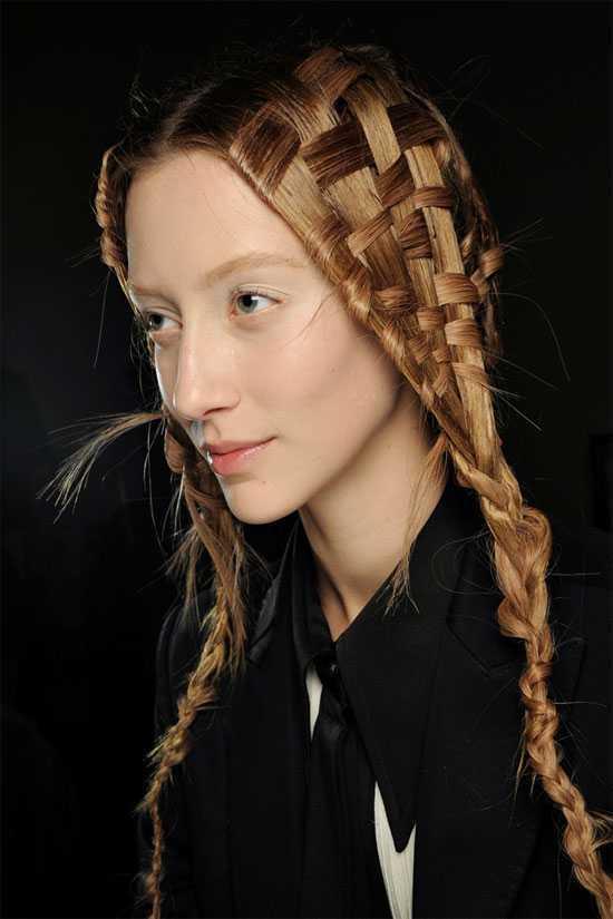 peinados únicos durante largos pelo de las muchachas
