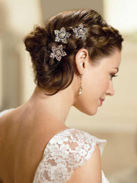 peinados de novia con trenzas para el pelo corto