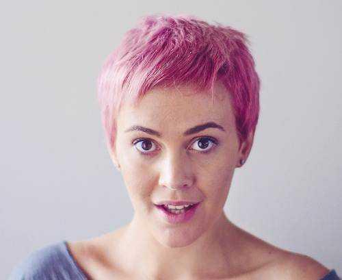 corto de color rosa de cerca -Crop-peinado