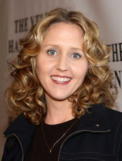 Brooke-Smith-Medium-Curly-Hairstyles