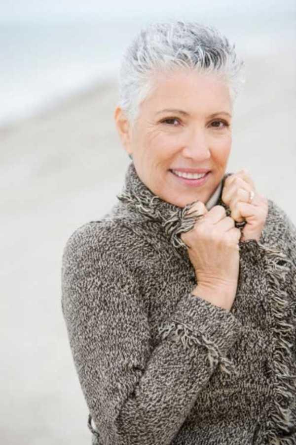 estilos de cabello gris inspirador para las mujeres que tratan de 20.160.151