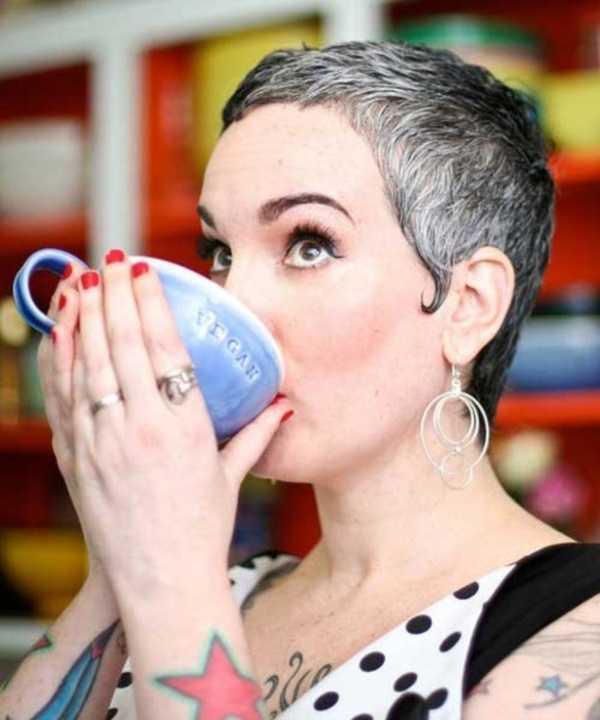 estilos de cabello gris inspirador para las mujeres que tratan de 20.160.171