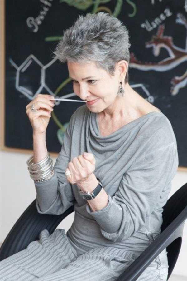estilos de cabello gris inspirador para las mujeres que tratan de 20.160.211