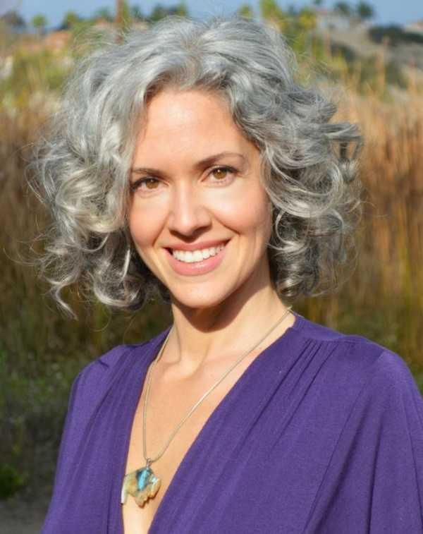 Inspirar a los estilos de cabello gris para las mujeres que tratan de 20.160.341