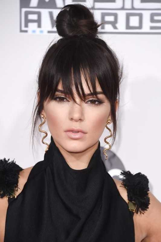 Kendall-Jenners-Top-Bun-Y-A-Fringe