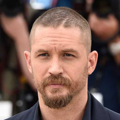 Manly Corte de pelo y la barba - corte del zumbido con espesa barba