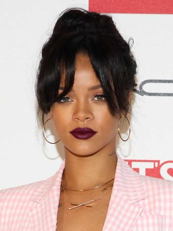 Rihannas-Updo-Con-A-Parted-Fringe