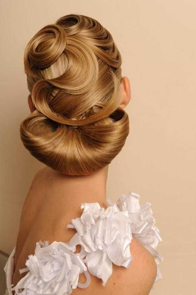 románticos moños de novia peinados