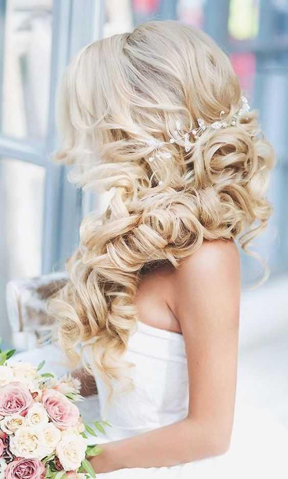 Los peinados de boda romántico con las rubias