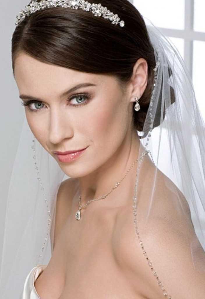 peinados romántica boda con Tiaras