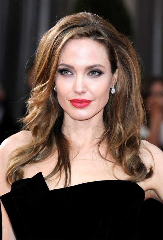 celebrity-hairstyle-Angelina-Julie