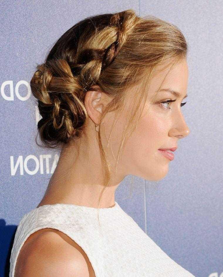 mujer trenzas peinado tendencia-