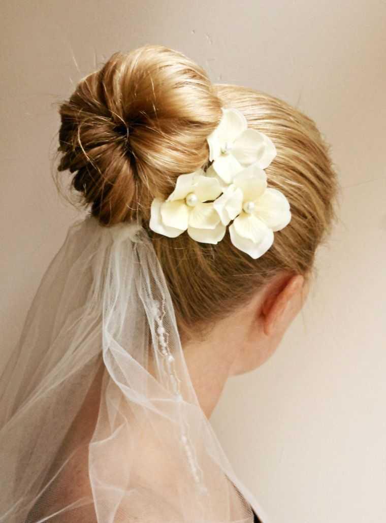 corte de novia de la boda peinado de moño idee