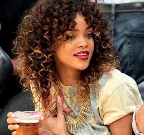 Rihanna de pelo largo rizado-18