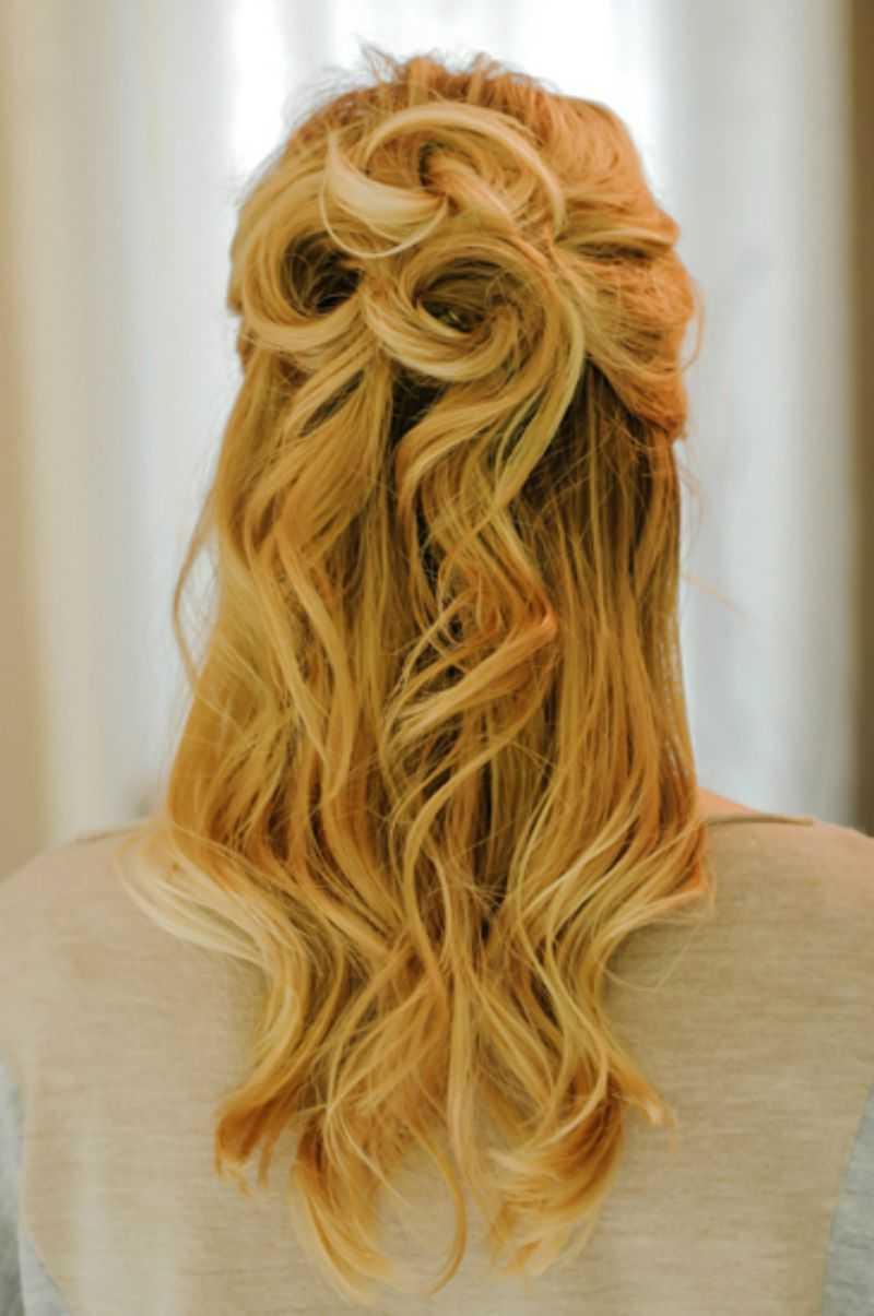 prom peinados medio hasta la mitad hacia abajo