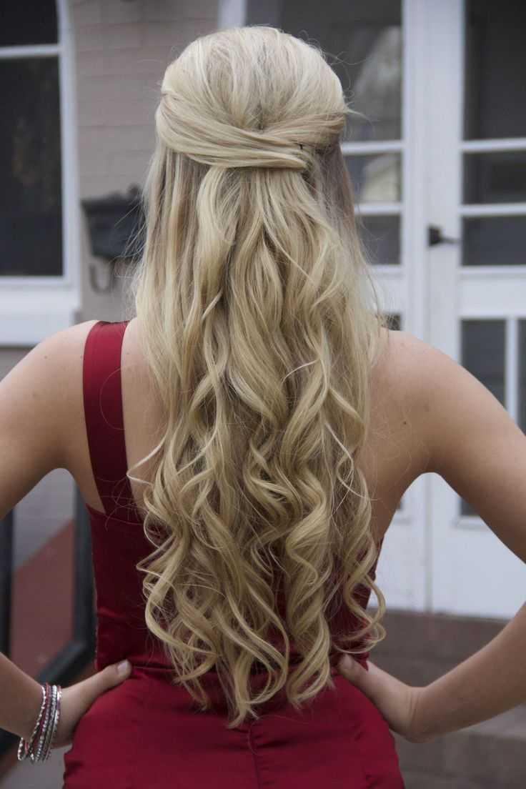cortes de pelo rizado para el prom