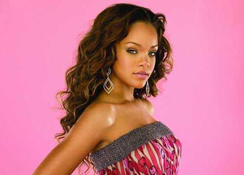 Rihanna de pelo largo rizado-13