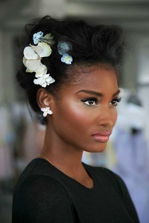 peinados de novia con flores negras
