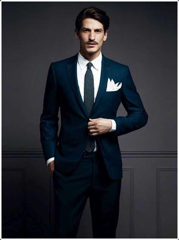 Este traje se ve no sólo agradable, pero elegante también
