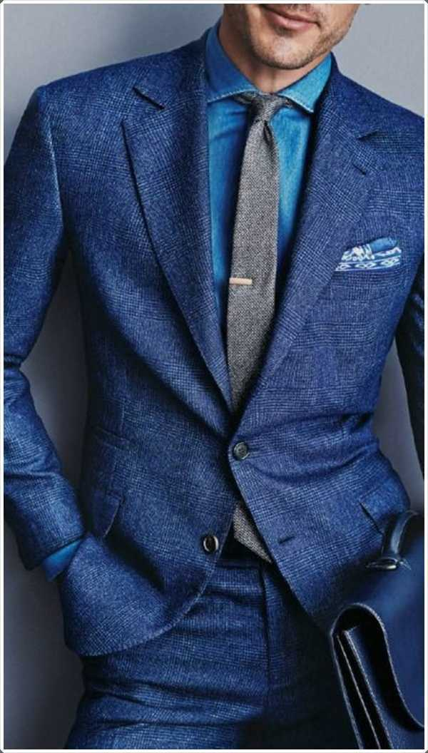 lan undershirt luz azul es un perfecto contraste con el traje azul