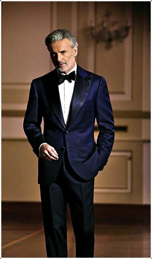 la edad es sólo un número cuando se trata de un azul traje.