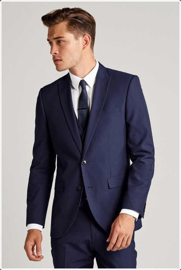 hombres de negocios pequeños nunca puede ir mal con el traje azul!