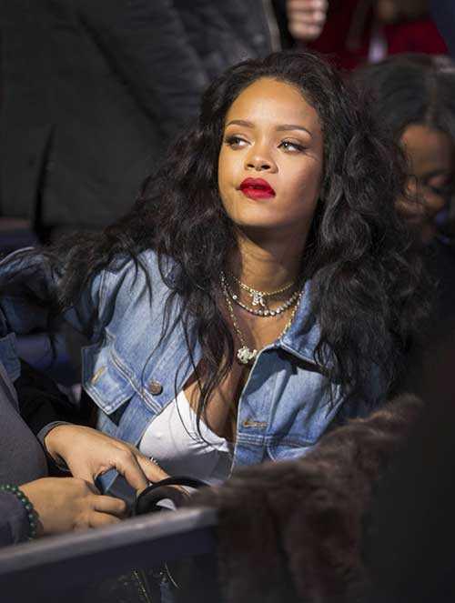 Rihanna de pelo largo rizado-6