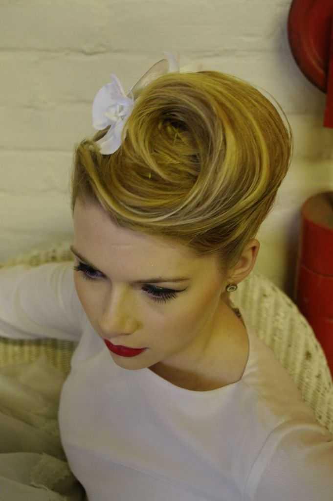 Updo peinados de boda retro