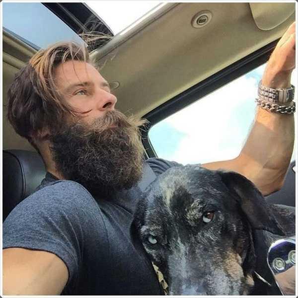 Esta barba completa cubre la barbilla y el cuello