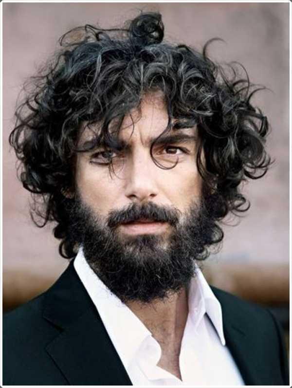 Si desea mantener su pelo largo, a continuación, una barba corta es más conveniente