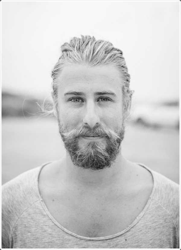 Este tipo de barba es también conocido como Garibaldi y es adecuado paran una persona que apunta un aspecto un poco pulcro y descuidado
