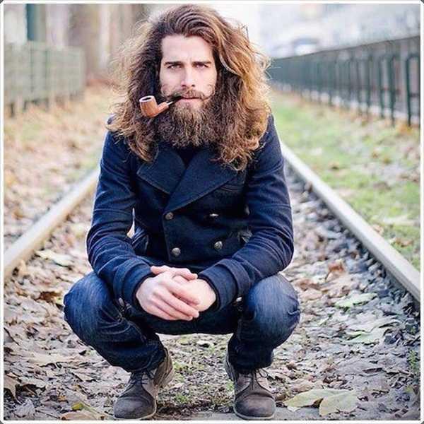 / 05 / barba-styles-para-hombres-34.jpg pelo largo grueso y su barba necesitan lavados frecuentes, aceite y acondicionadores para hacerlos atractivos y manejable.