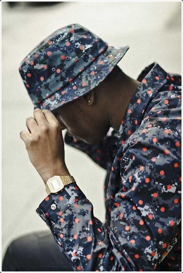 Impreso con chaqueta correspondiente marcado sombrero del cubo es muy de moda