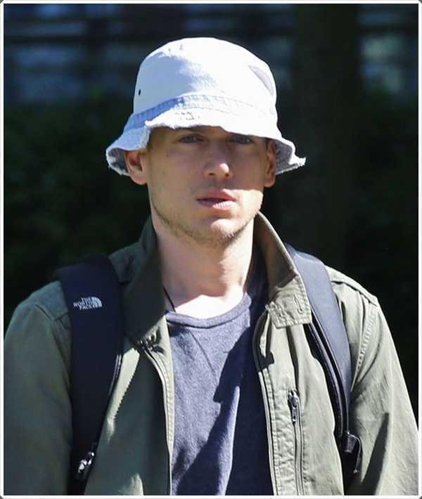 Use su sombrero para salvarse de las quemaduras solares.